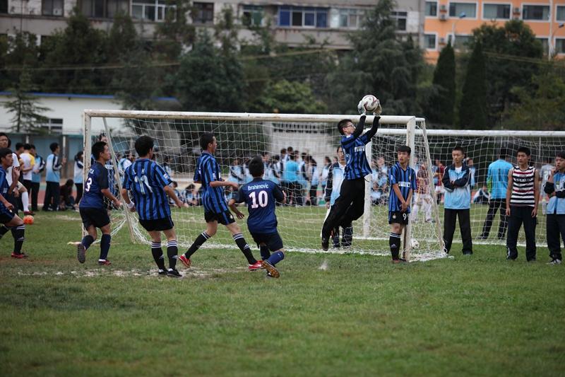 """我校足球队出征由共青团中央组织的""""卓尔杯""""全国中学生足球挑战赛总"""